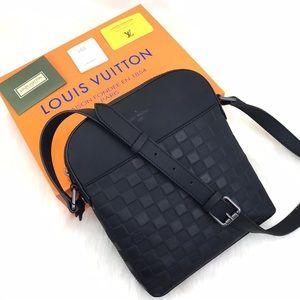 Louis Vuitton District Pochette Infini